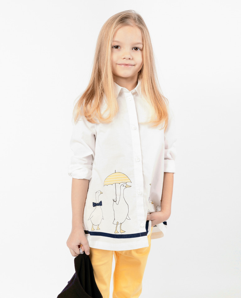 Белая блузка с декором
