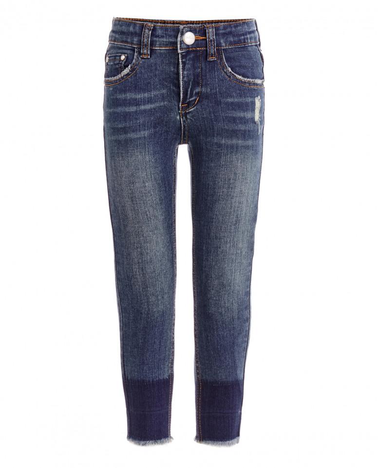 Голубые узкие джинсы