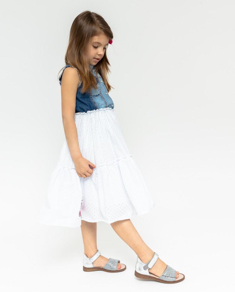 Джинсовое платье с нашивками