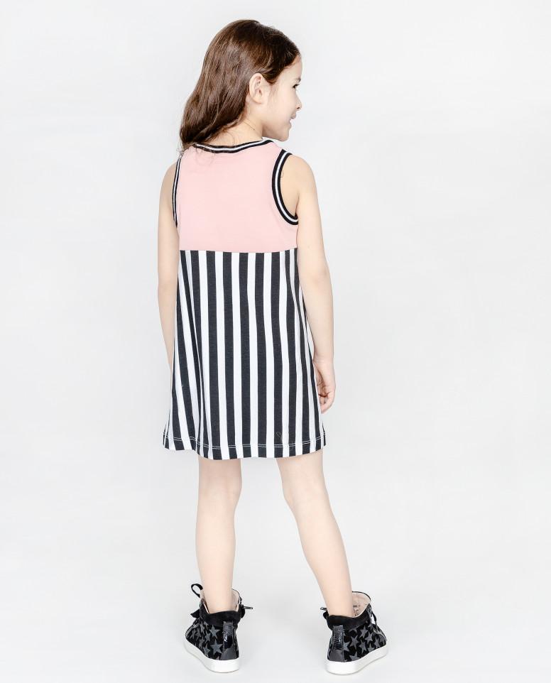 Розовое платье с декором