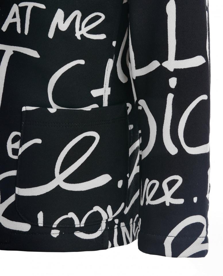 Черный пиджак со шрифтовым орнаментом