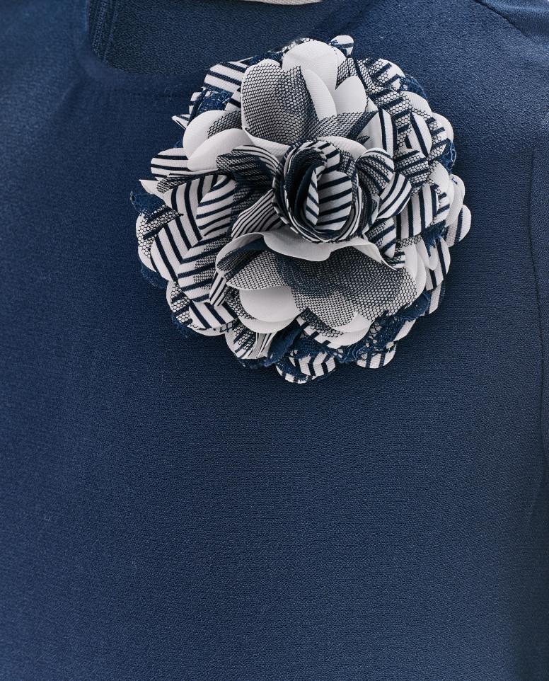 Синее платье с кружевом