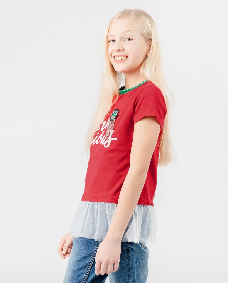 Красная футболка с баской