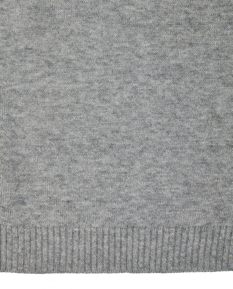 Серый вязаный шарф