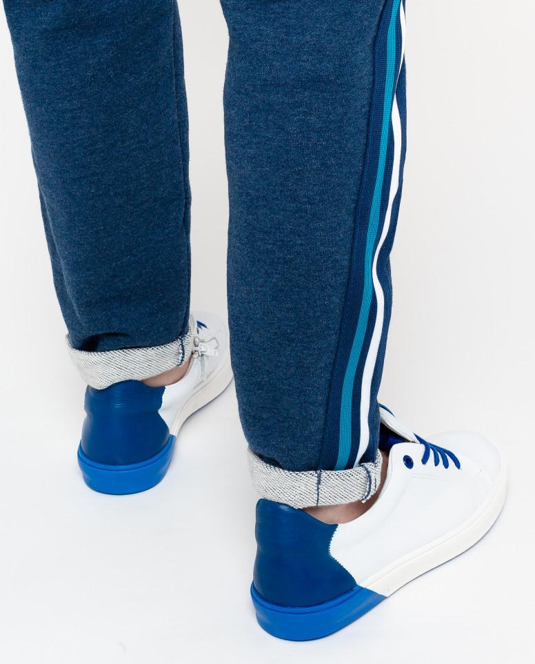 Белые кожаные кеды с синей отделкой