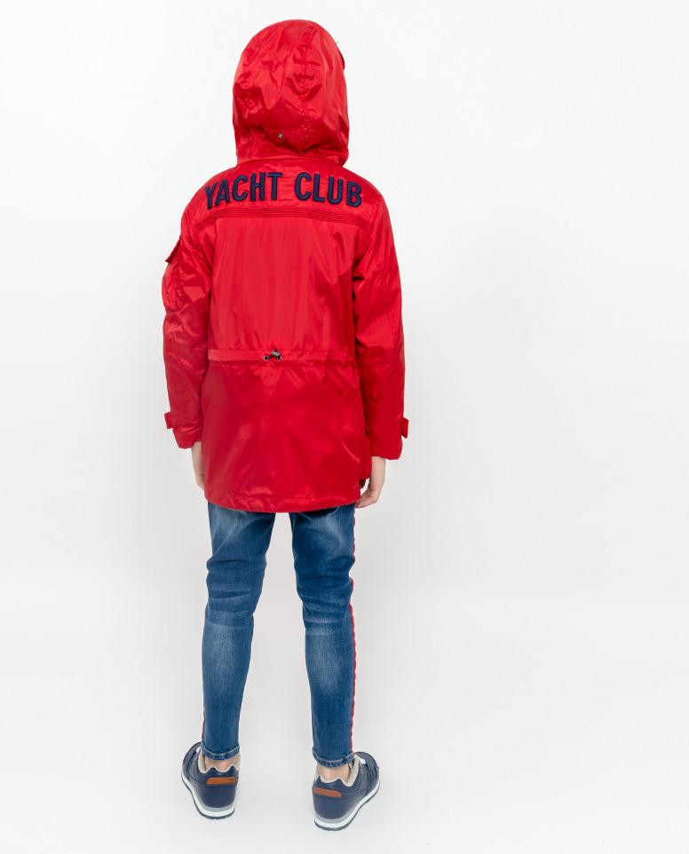 Красная ветровка с капюшоном