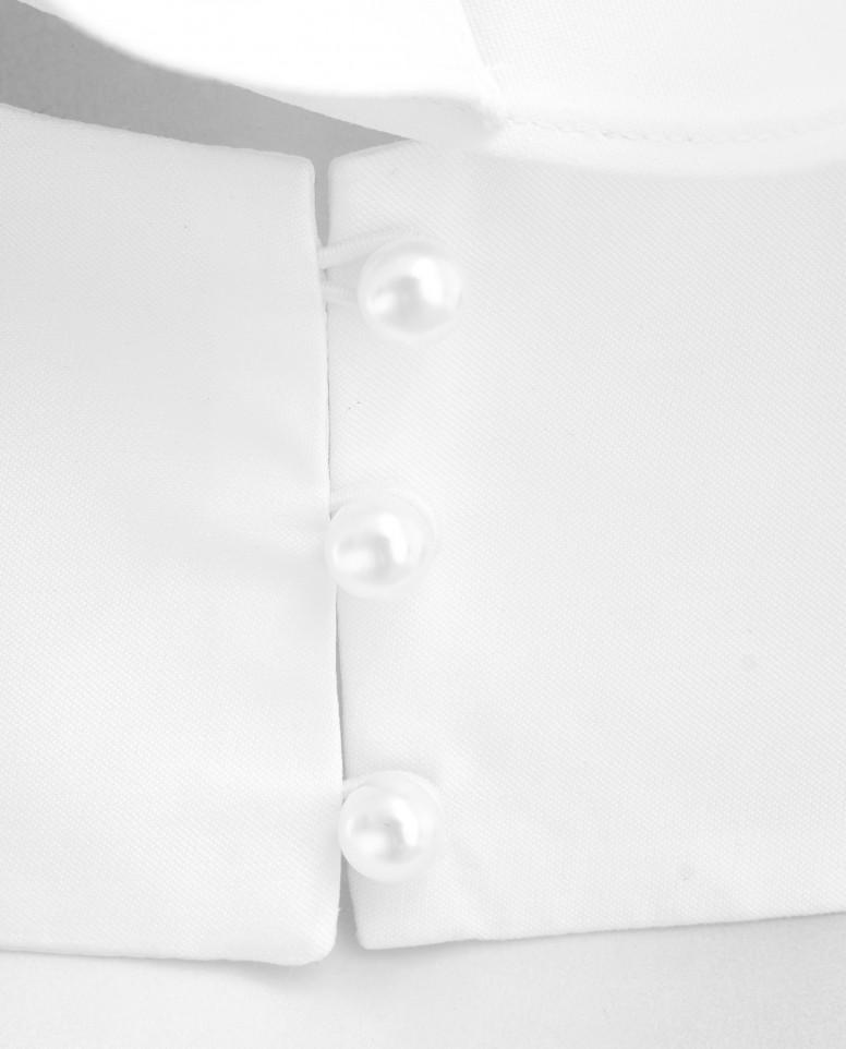 Белая блузка с воланом