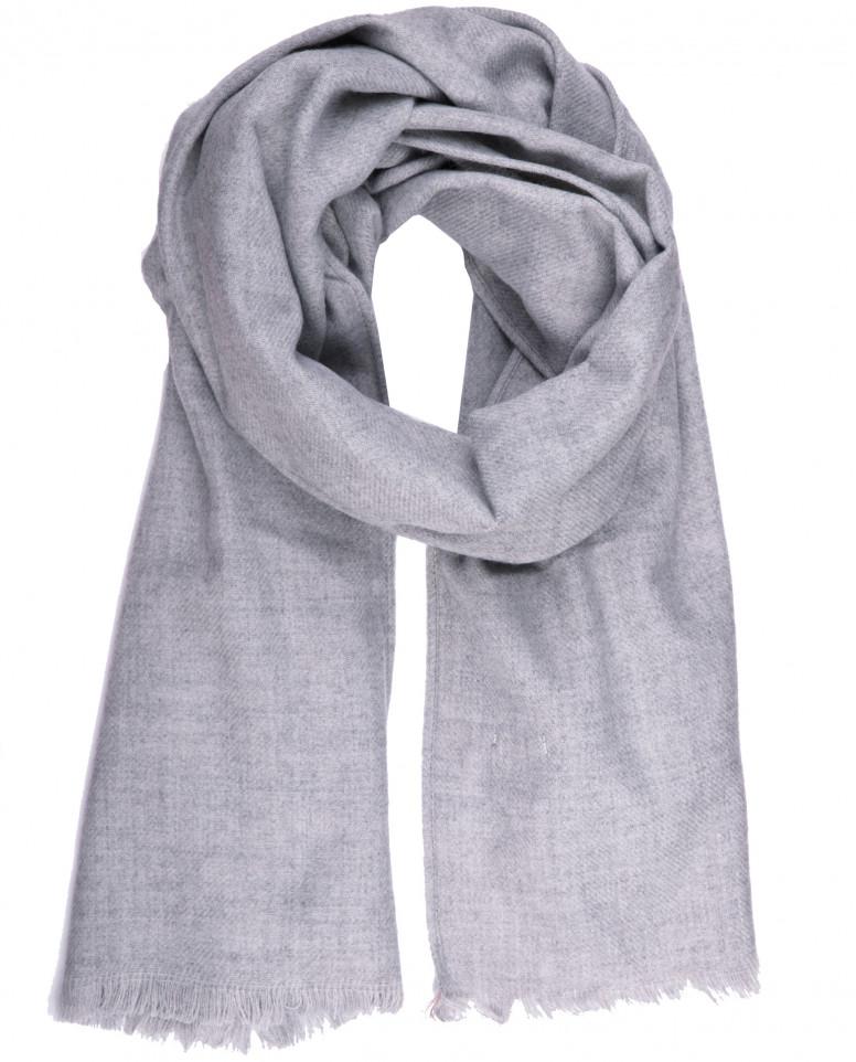 Светло-серый шарф