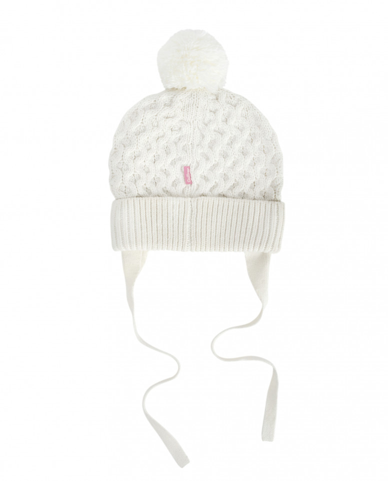Белая вязаная шапка на подкладке