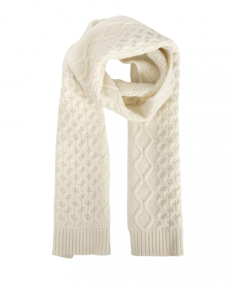 Белый вязаный шарф