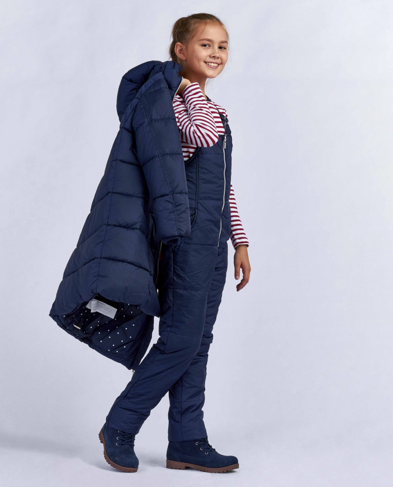 Синее зимнее пальто с нашивкой