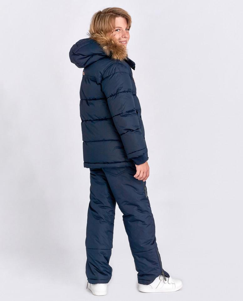 Синяя зимняя куртка с нашивками