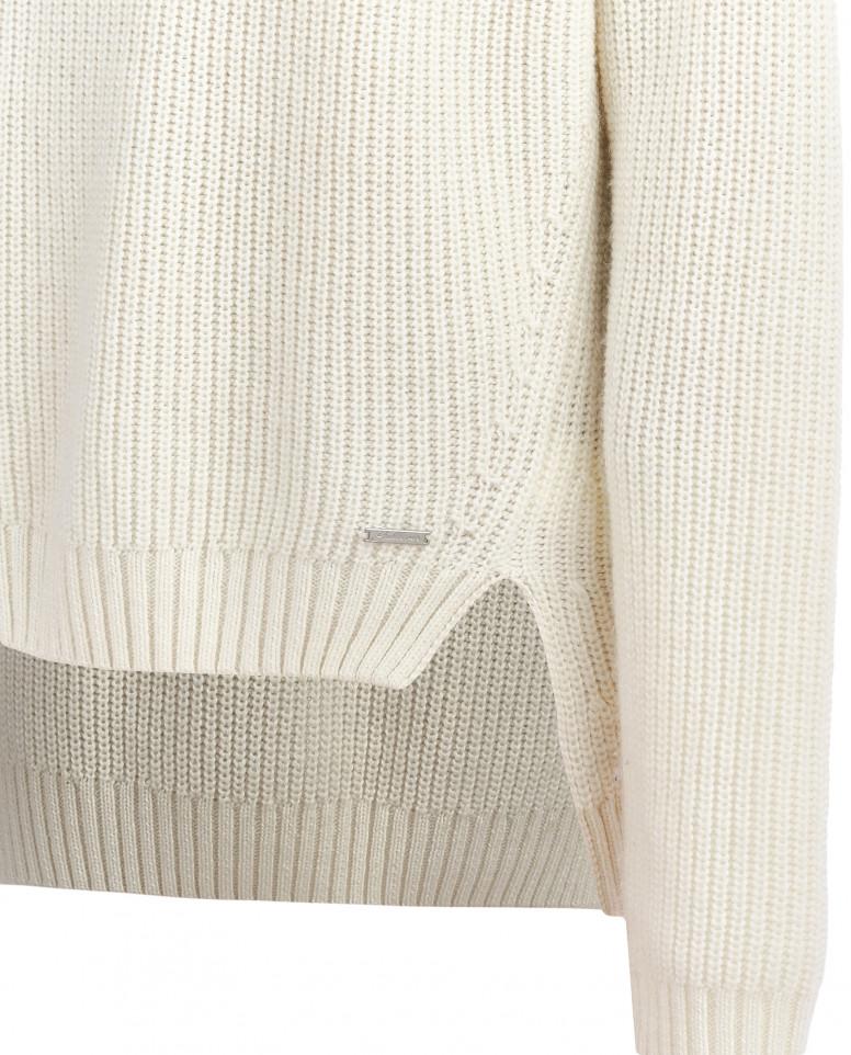 Белый джемпер с удлиненной спинкой