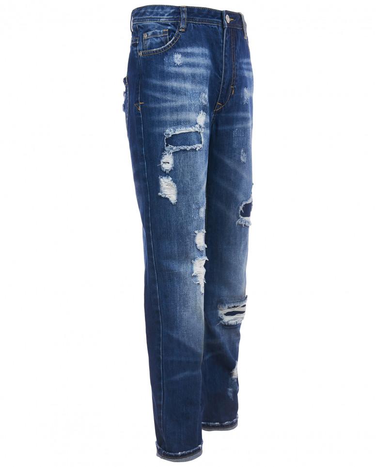 Прямые джинсы с рваной отделкой