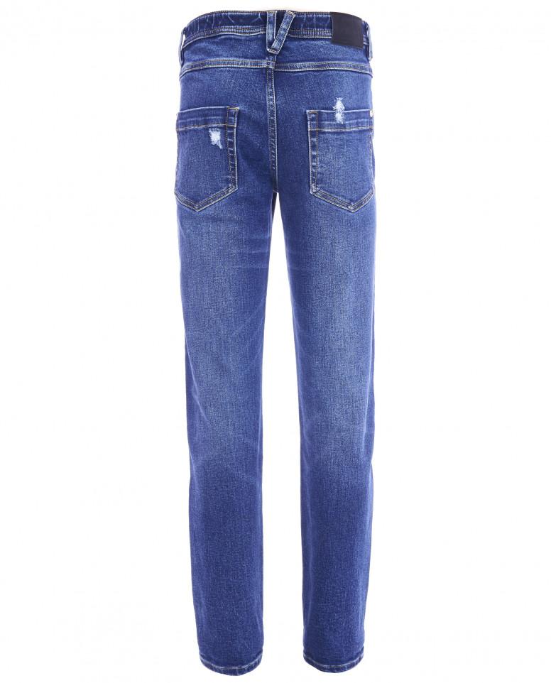 Голубые джинсы с рваной отделкой