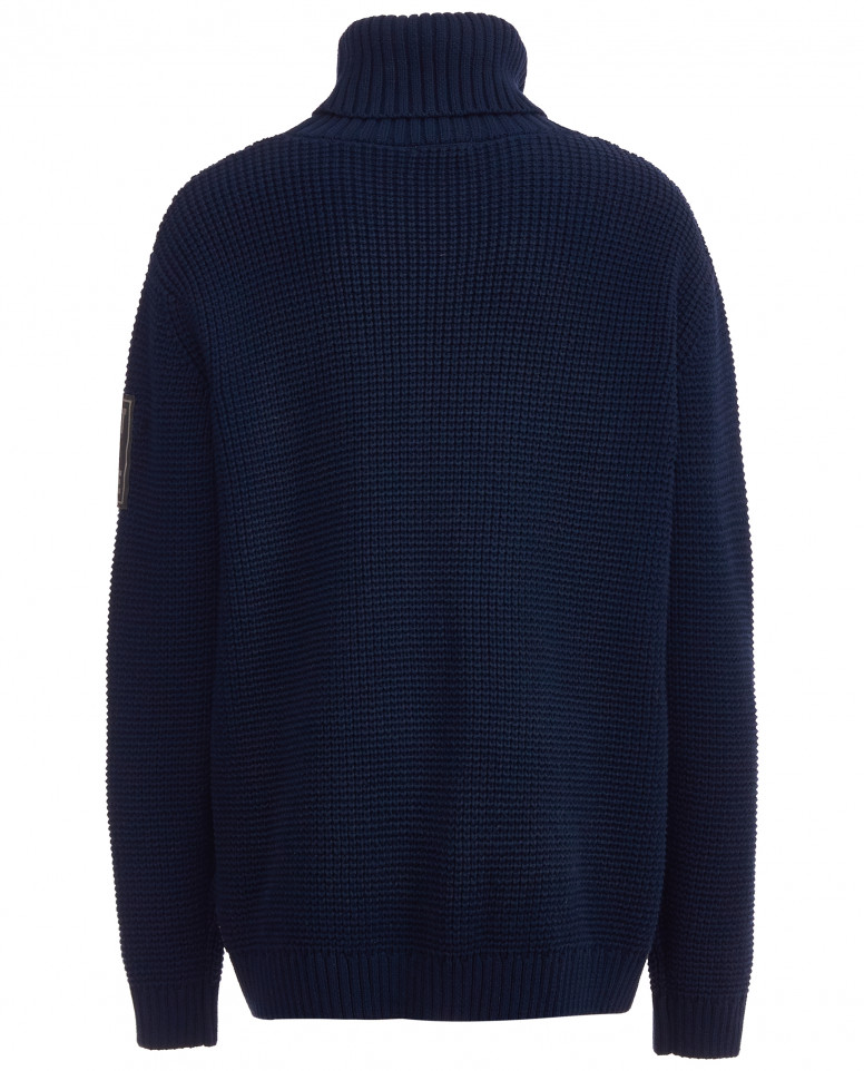 Синий вязаный свитер с нашивкой