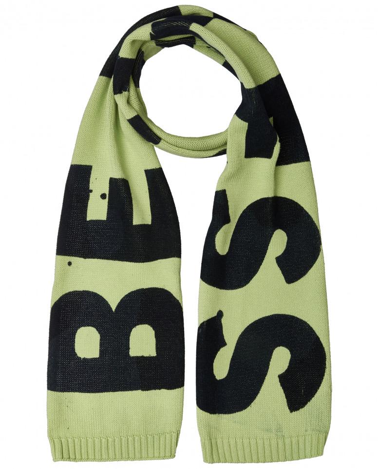 Вязаный шарф со шрифтовым декором