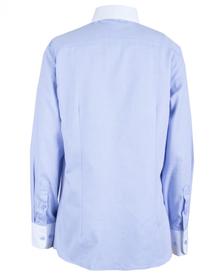 Голубая рубашка с белым воротником