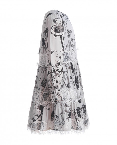 Серое платье с орнаментом
