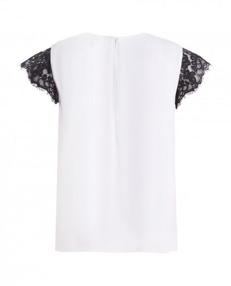 Белая нарядная футболка