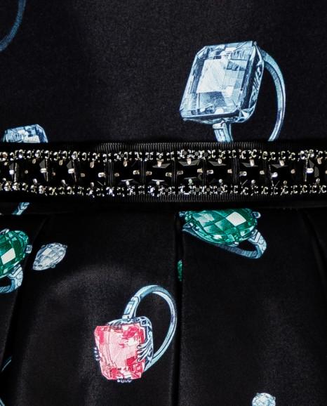 Черное нарядное платье с орнаментом