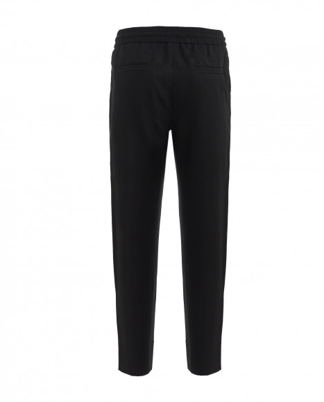 Черные брюки на резинке